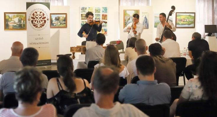 Az Ifjú Szivek Táncszínház muzsikusa nyerte a Balatonfüredi Prímásversenyt