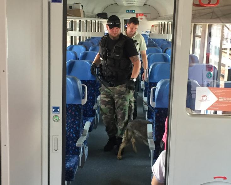 Rendőrkutyák szaglásztak a dunaszerdahelyi vasútállomáson (VIDEÓ)
