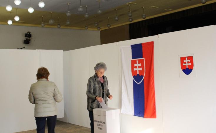 Folyamatosan érkeznek a szavazók Egyházgellén