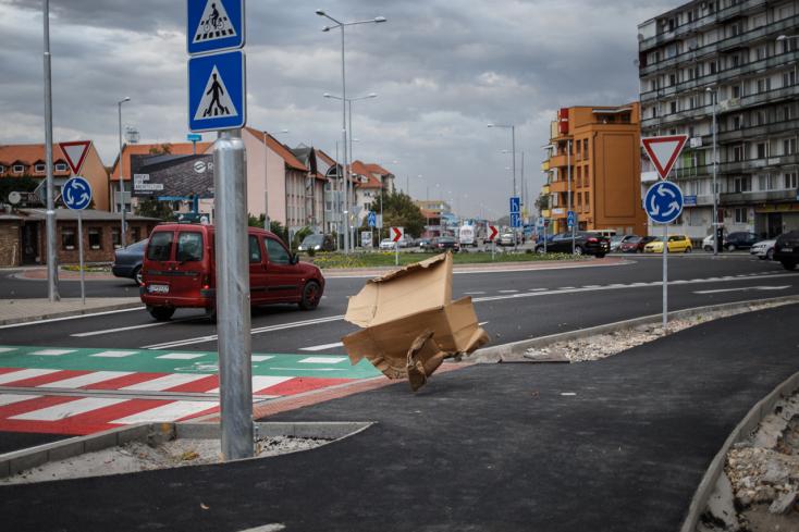 SZÉLVIHAR: Kidőlt fákkal, felborult kamionnal küzdöttek a dunaszerdahelyi járási tűzoltók!