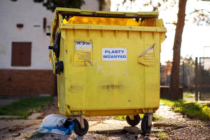 2021-től betiltják az EU-ban a műanyag tányérokat, evőeszközöket, fülpiszkálókat - a Fidesz-KDNP képviselői ezt nem szavazták meg!