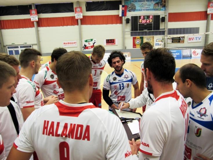 Győzelemmel kezdte a szezont a komáromi röplabdacsapat