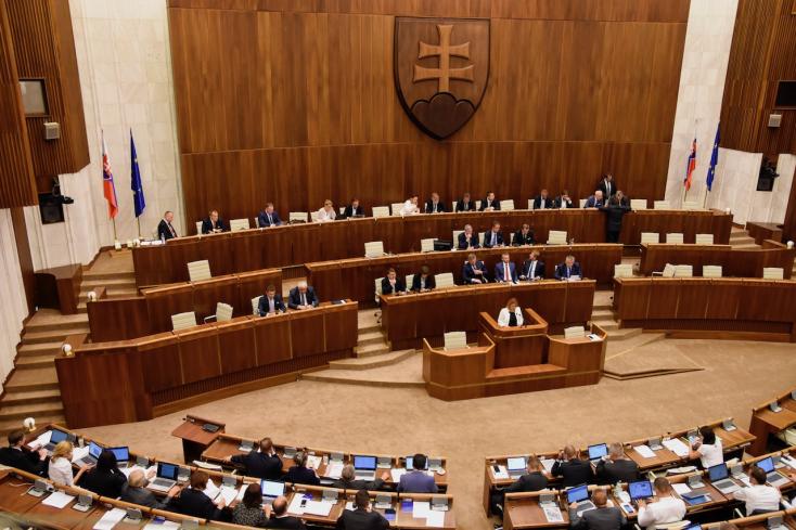 A jobb hulladékgazdálkodással, és a tisztább levegővel foglalkozott a parlament