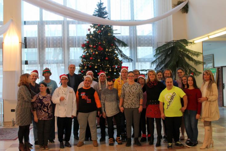 Karácsonyváró kreatív délelőttöt szerveztek a mentálisan sérülteknek Dunaszerdahelyen