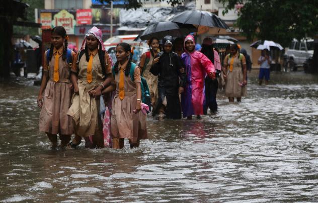 Indiában egymillió embert kell kimenekíteni az árvizek miatt