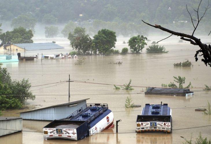 Mintegy hatvan ember halt meg árvizekben India északkeleti részén