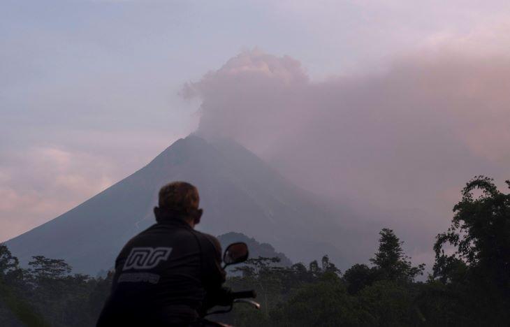 Ismét kitört Indonézia legaktívabb tűzhányója