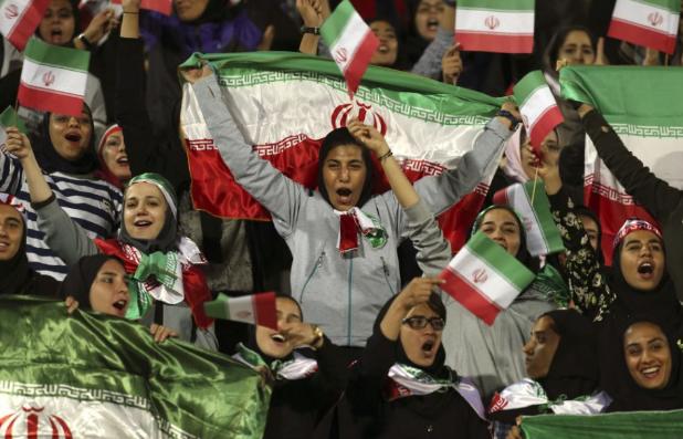 Teheránban Halál Amerikára! felkiáltásokkal ünnepelték a túszdráma 40 évvel ezelőtti kezdetét