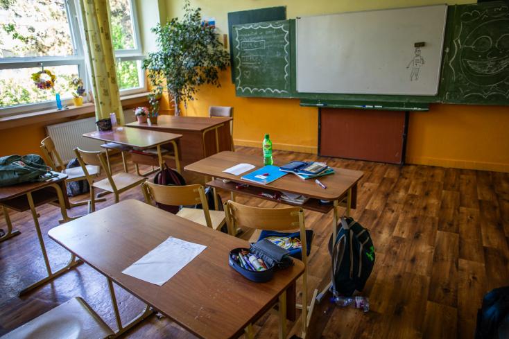 A tiszti főorvos dönti el, ki mehet iskolába negatív teszt nélkül is