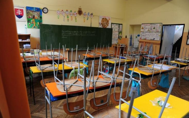 Már egy hét múlva visszamehetnének az iskolába a diákok, ezt szeretné elérni az oktatási tárca