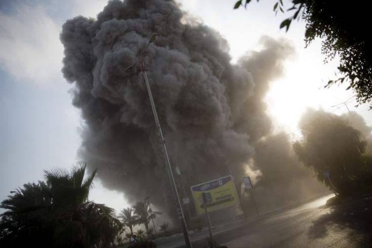 Több tucat rakétát lőttek ki Gázából Izraelre, a hadsereg válaszul harckocsikat vetett be
