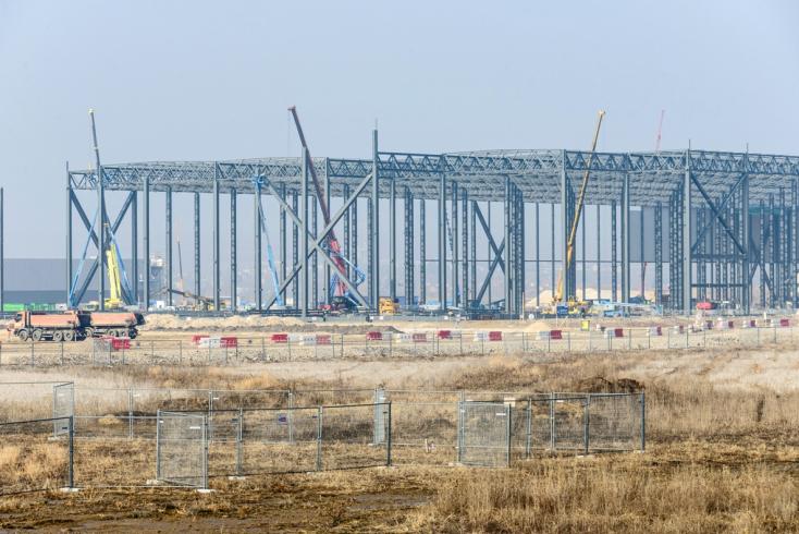 Acélkonstrukció nyomott halálra egy fiatal munkást a Jaguar Land Rover építkezésén!