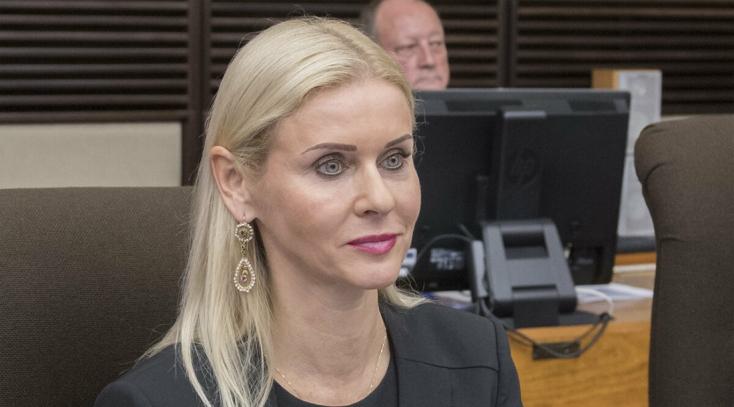Kočnerlemajmocskázott államtikára, akinek a zsaruk most elvették a mobilját, elrepült Szlovákiából