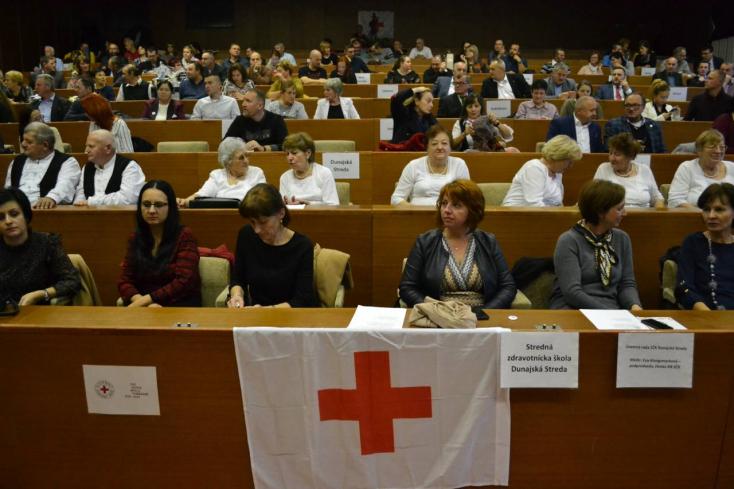 """""""Az emberi vér pótolhatatlan"""" – 65 véradót tüntettek ki a Dunaszerdahelyi járásból"""