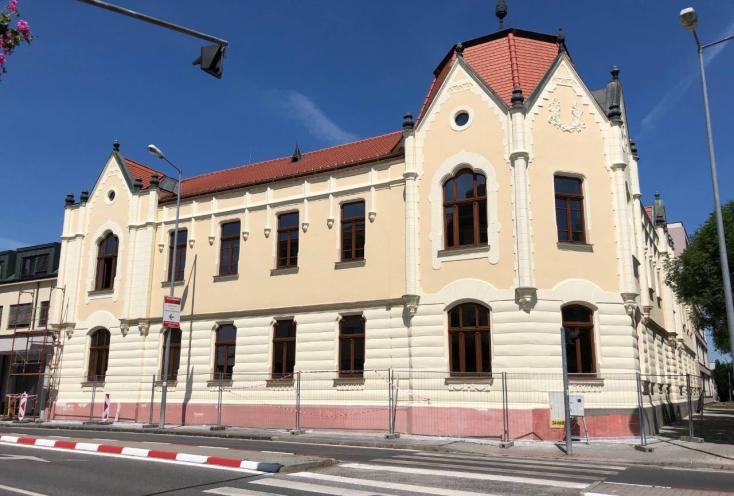 Nyolc szerződéskiegészítés, nyolc hónap késés és 57 ezres többletköltség a járásbíróság felújítása során