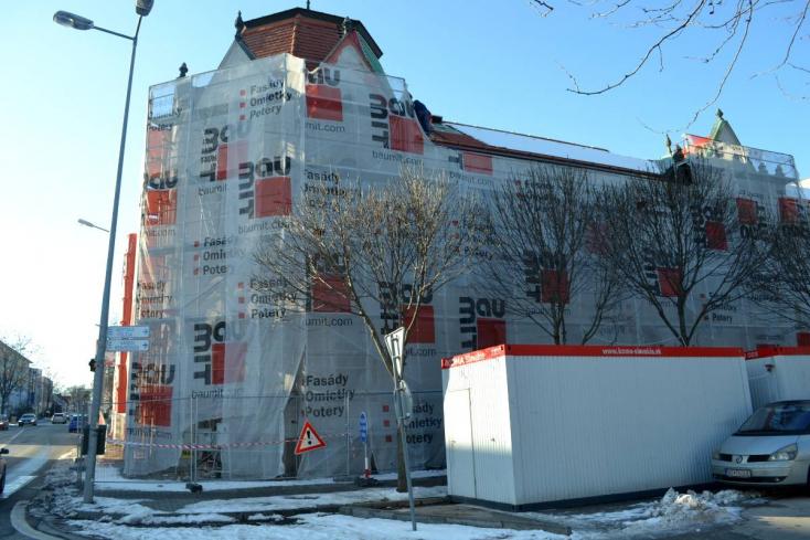 Két hónapot késik a Dunaszerdahelyi Járásbíróság felújítása, és 25 ezer euróval többe kerül