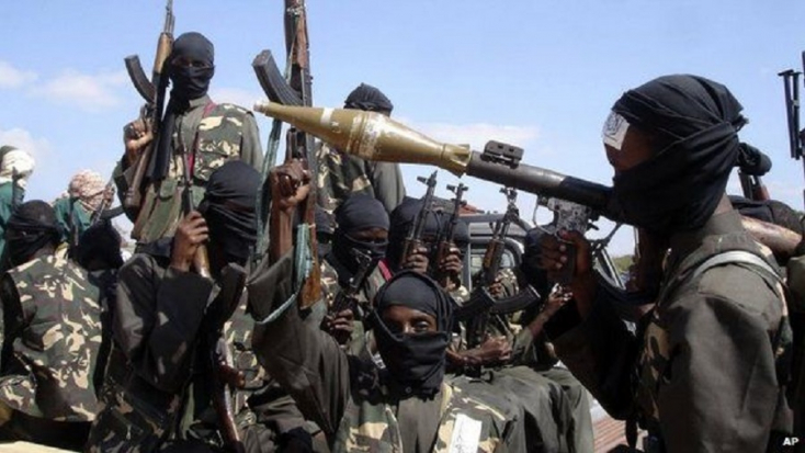 Százával viszik a dzsihadistafeleségeket és -porontyokat egy fogolytáborba