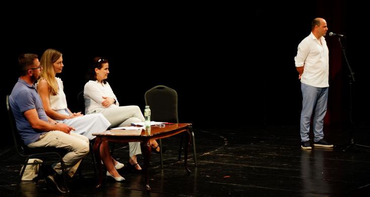 Jókai Színház: megvan az új évad programja, lesznek izgalmas előadások, Eperjes Károly lesz a közönségcsalogató