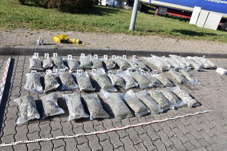Több mint 50 kilogramm marihuánát találtakegy kamionban amagyar vámosok – FOTÓK