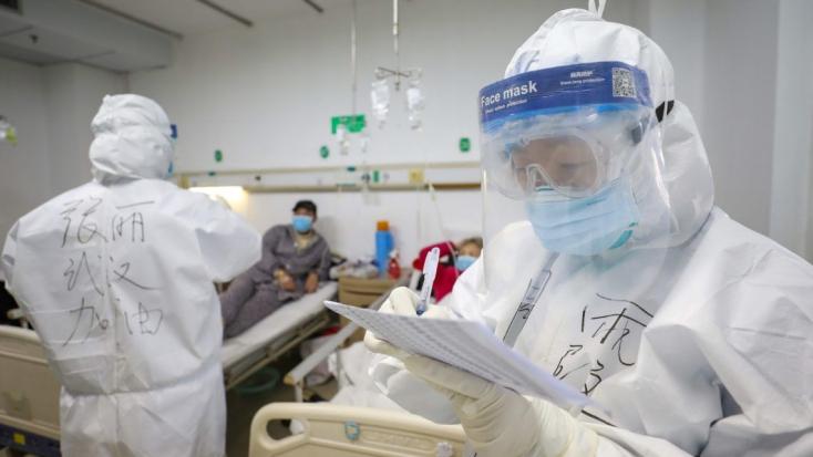 Videóra vették, milyen belülről a pár nap alatt megépített vuhani kórház