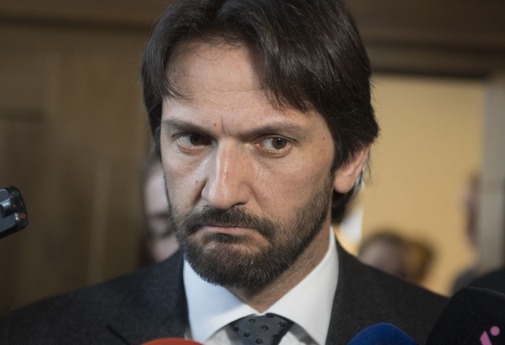 Kaliňák alatt tűzforró lett a talaj, de tagad - az ellenzék hősnek tartja Špirkót