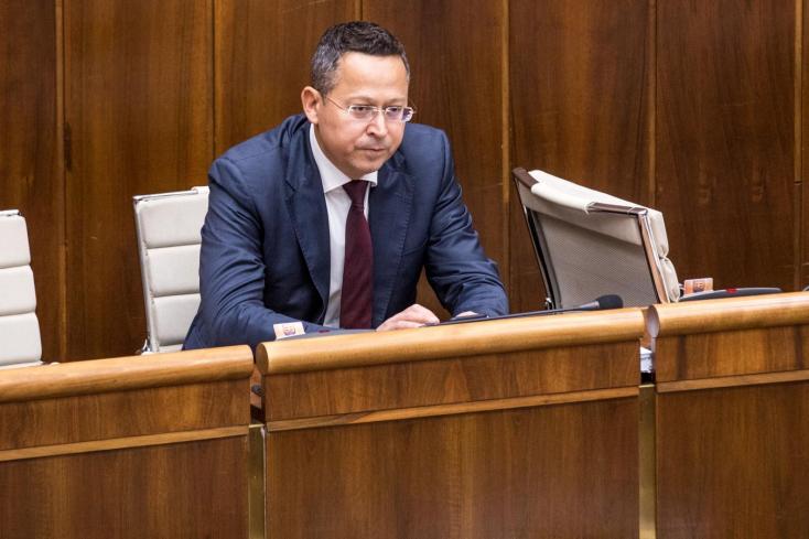 Spórolásra inti a minisztereket Kamenický, mert nincs minden rendben a gazdasággal