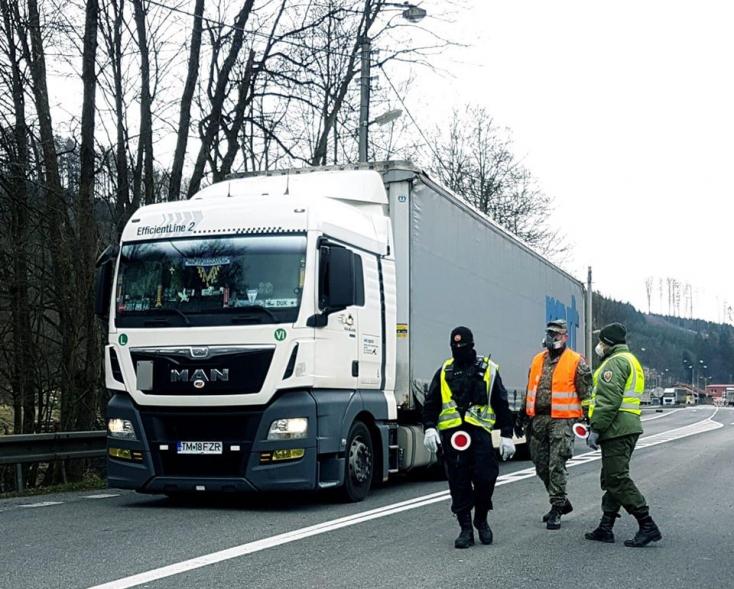 Már minden átkelőn bejöhetnek a kamionok Szlovákiába