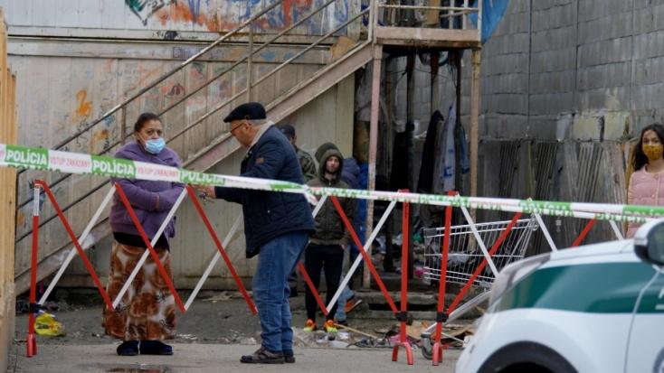 """""""Miért nem vitték el innen azt a 41 embert?!"""" – Nő a feszültség a Karcsai úton, néhányan szökni is próbáltak!"""