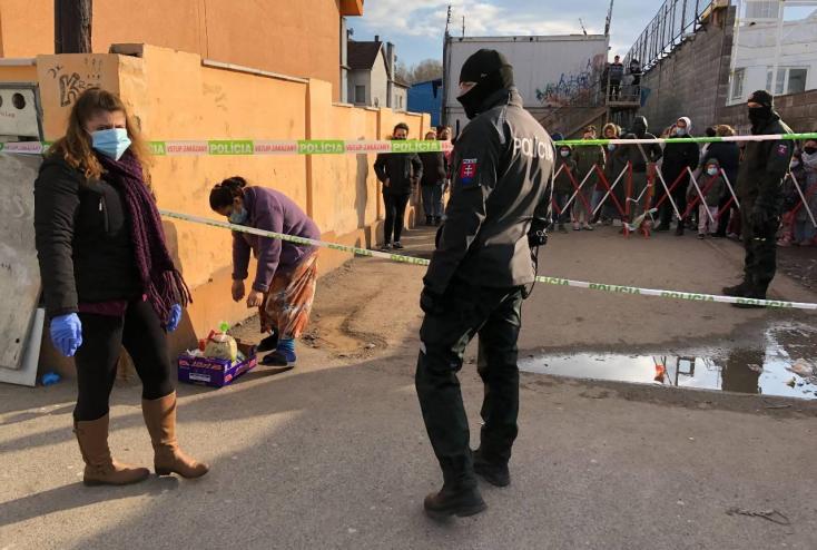 Tömegverekedés volt a Karcsai úton, az élelmiszerosztás közben estek egymásnak a családok