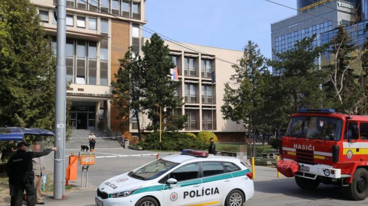 Kétszer is telefonált a zsaruknak, hogy bomba fog robbanni, aztán nem sokkal később elkapták a férfit
