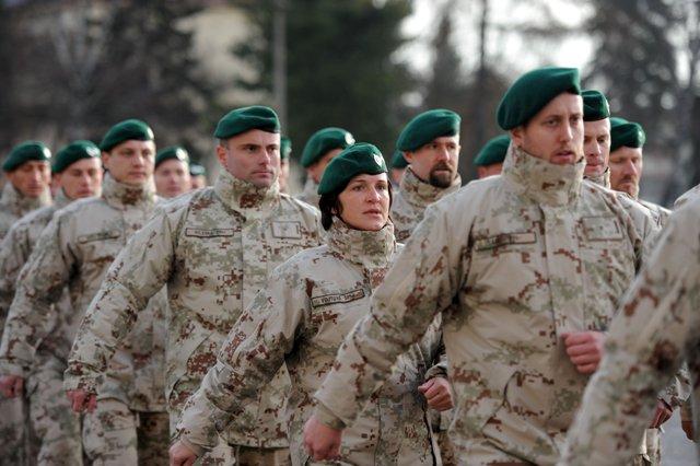 Hivatásos katonák segítenek a rendőröknek az ünnepek idején