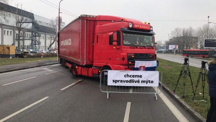 A sztrájk miatt pénteken forgalmi fennakadásokra kell számítani Pozsonyban, a Rozsnyói utcán