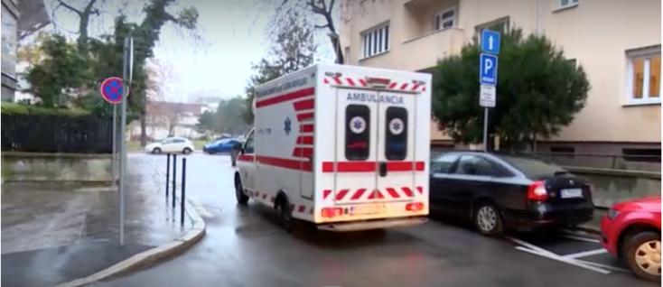 Beteget ellátó mentősre támadt egy agresszív férfi Pozsonyban