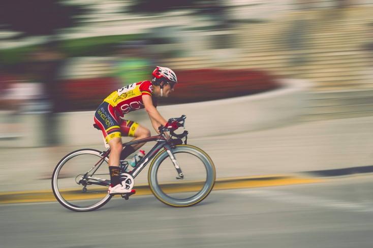 Rekordidő alatt tekerte át Európát az extrémkerékpáros