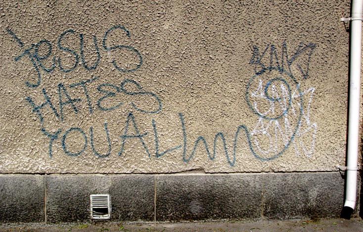 121keresztényellenes, 910muszlimellenes és1800antiszemita bűntettvolt Németországban