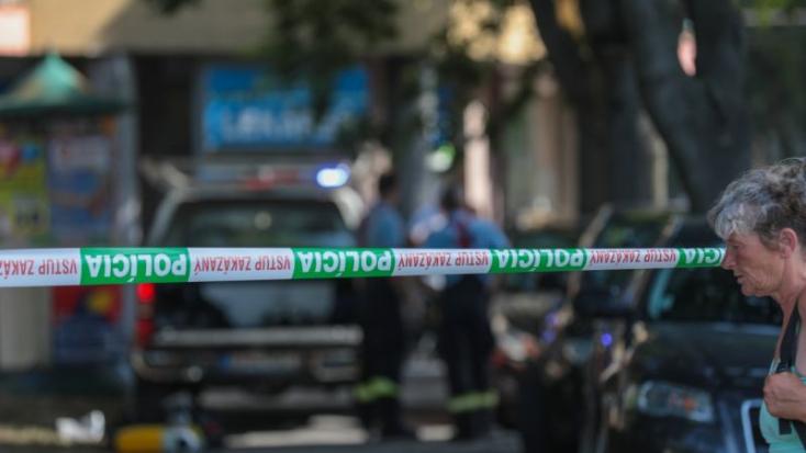 TRAGÉDIA: Fiatal férfi holtteste feküdt a lakótömb előtt