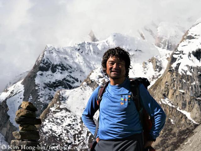 Egy kézujjak nélküli férfi megmászta a világ 14 legmagasabb hegycsúcsát!