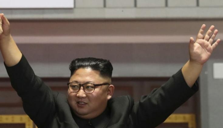 Kim Dzsong Un Észak-Korea fegyveres erőinek főparancsnoka lett
