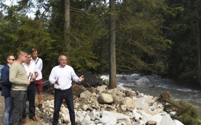 Andrej Kiska meglátogatta az árvizek által sújtott tátrai községeket
