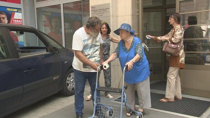 Kíméletlenül az utcára rakták az időseket egy pozsonyi otthonból