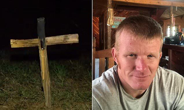 Tizenegy év börtönre ítéltek egy férfit, mert a Ku Klux Klan jelképével próbált félelmet kelteni