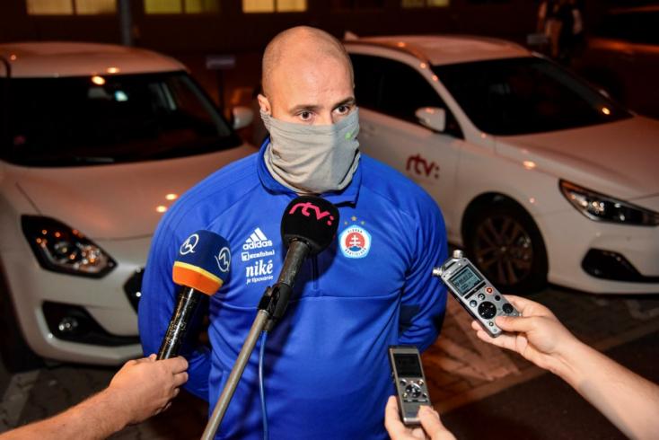 Duzzog a Slovan és a feröeri hivatalokat ekézi, mivel az összes hazatérő játékosa egészséges