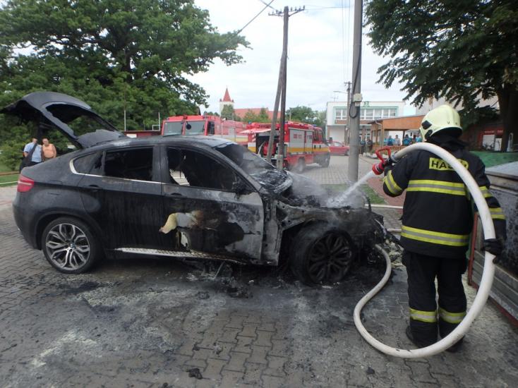 Három autó lángokban állt Érsekújvárban!