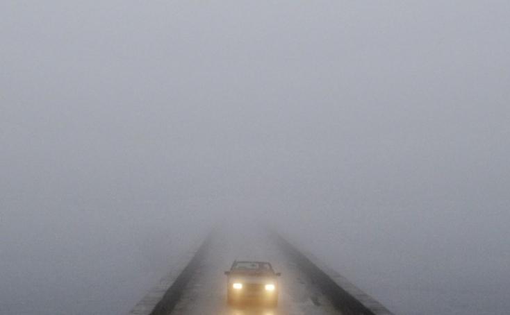 Ködre és jeges utakra figyelmeztetnek a meteorológusok