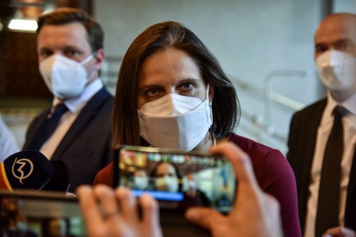 Kemény szavakkal bírálta a miniszter, hogy Kollárék a rács mögé rakott emberük miatt ripsz-ropsz fellazítanák a fogvatartás feltételeit