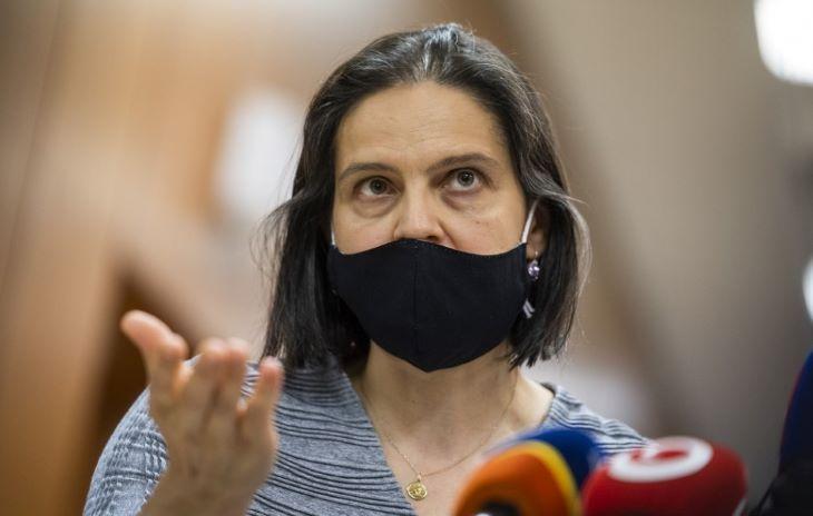 Heger kormánya kiáll Kolíková mellett, aki az OĽaNO és a Smer csőrét is böki