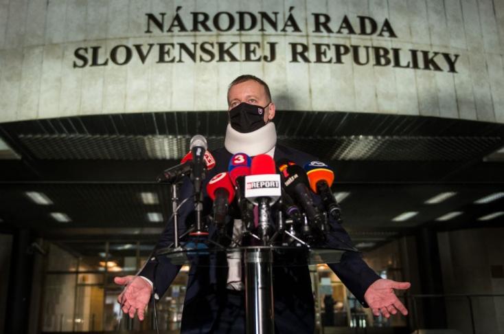 Legalább egy hétig még a mostani kormány hadakozhata koronavírussal, aztán jöhet a miniszteri cserebere