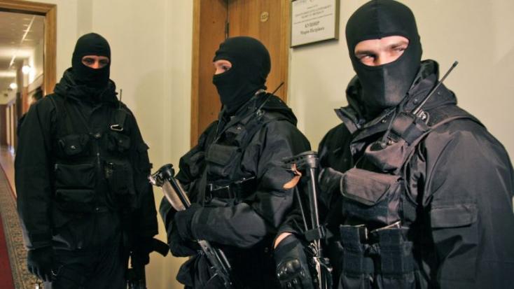 Komáromban kapcsolták le a NAKA exrendőrét, aki összejátszhatott a dunaszerdahelyi alvilággal!