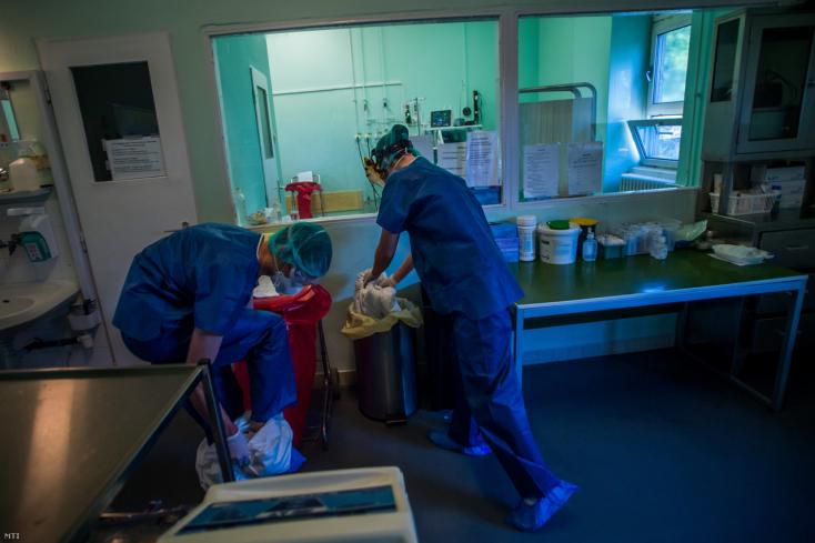Egy ember meghalt, 64 új fertőzöttet igazoltak Magyarországon