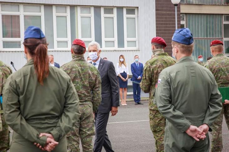 Drámai körülmények között kimenekítettek 28 embert Afganisztánból, a gép most száll le Szlovákiában